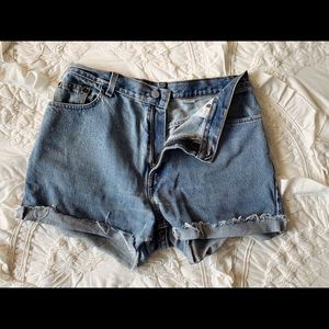 Vintage Levi's High-Waisted Denim Shorts Size 8/10